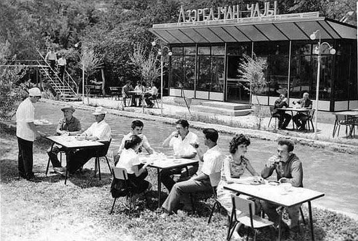 Баку, павильон Азəрбаjҹан чаjы рядом с Венецией, примерно 1974 год