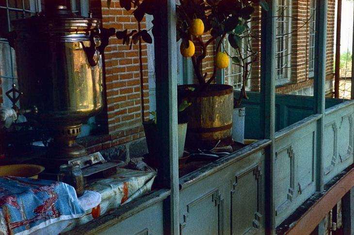 Шеки, айван, самовар. Фото Анатолия Сироты, 1985 год