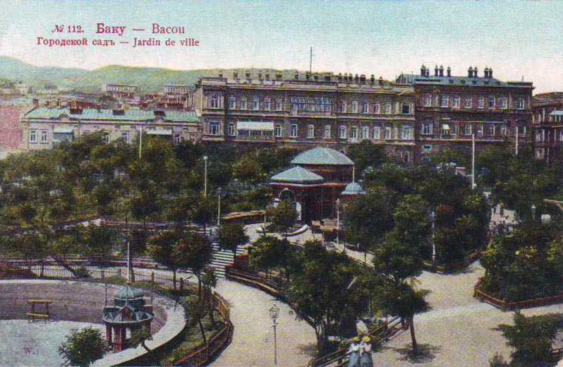 Фото 1899- 1900 годов. Вид из сада на Николаевскую
