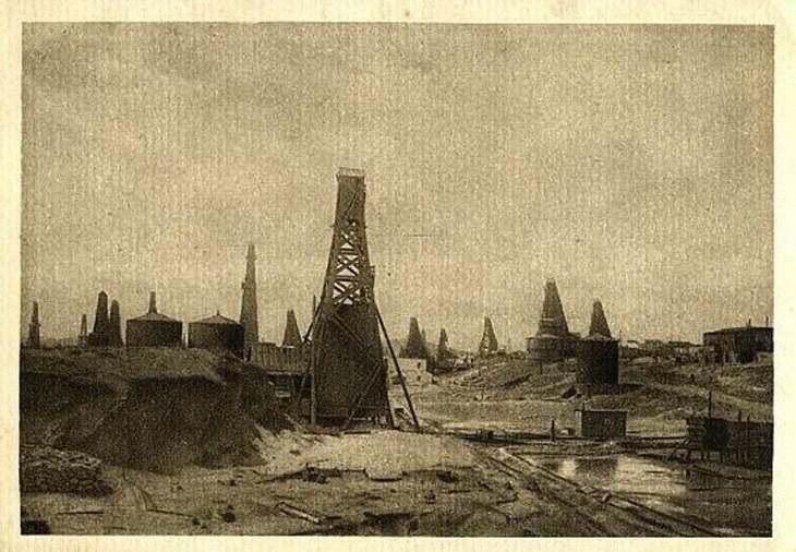 Нефтепромысел Бинагадинского р-на. Открытка 1920-х годов по фото начала ХХ века