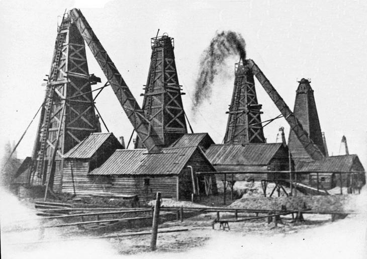 Фото конца XIX века. Фонтанирующая скважина Т-ва бр. Нобель