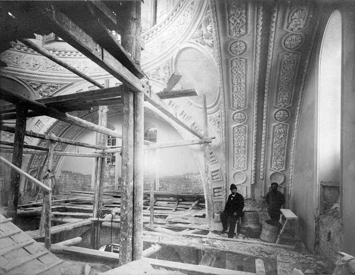 Отделочные раоты внутри собора, 1895 год