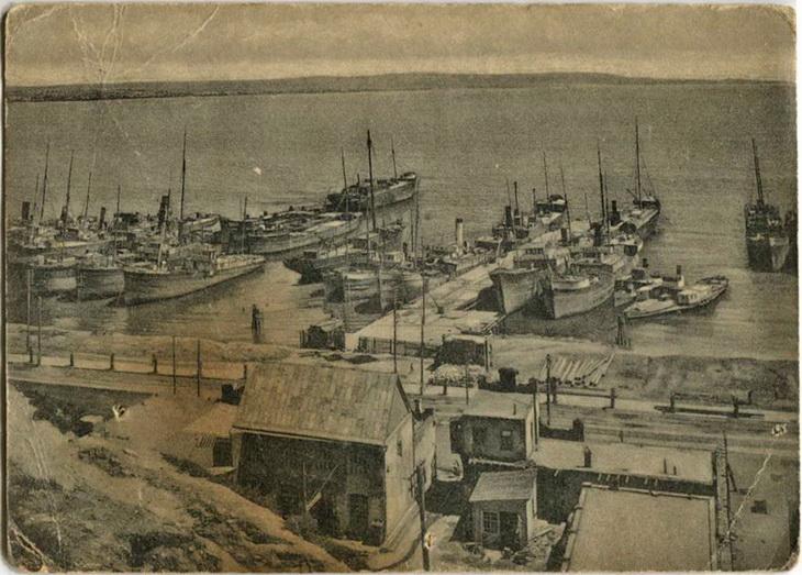 Бакинский порт. Открытка 1920-х годов по старому фото 1910-х годов.