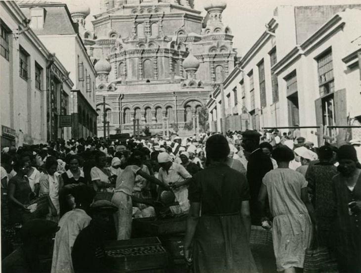 Вид на собор со стороны ул. Челяевской. Фото Франка Феттера, 1930 год