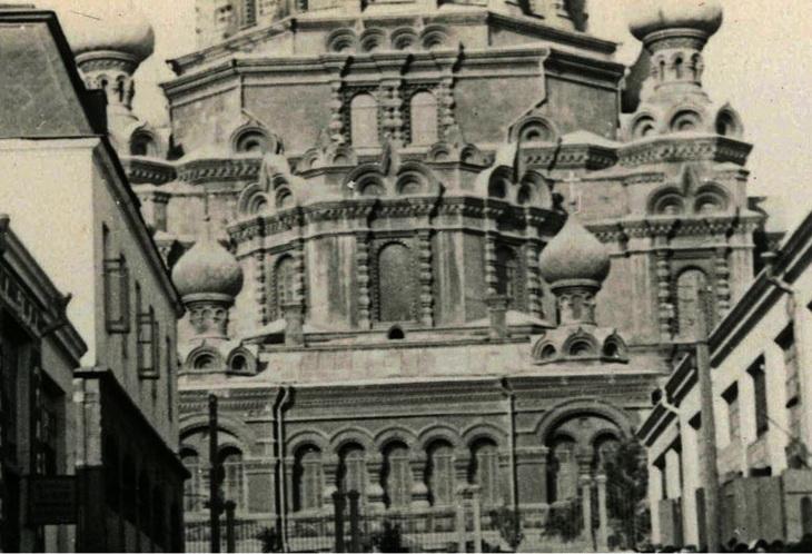 Вид на собор со стороны ул. Челяевской. Фрагмент фото Франка Феттера, 1930 год