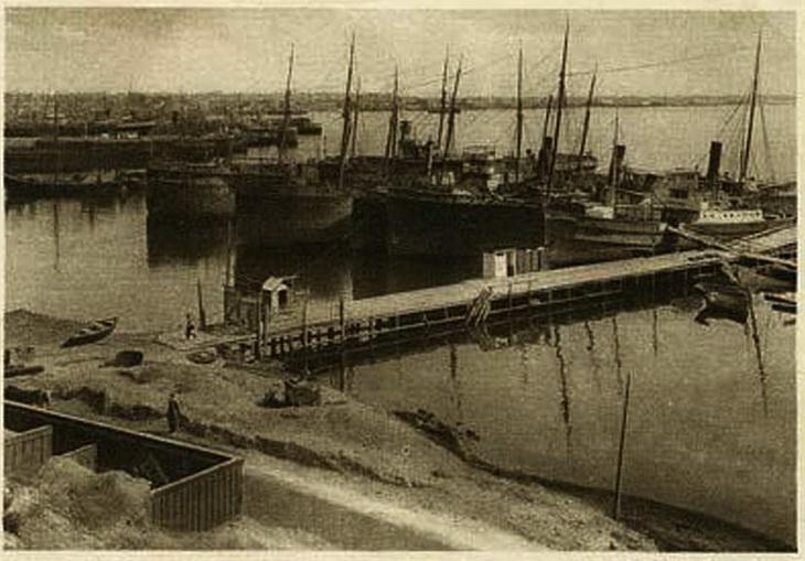 Баку, пристани и корабли. Открытка 1920-х годов по старому фото начала ХХ века