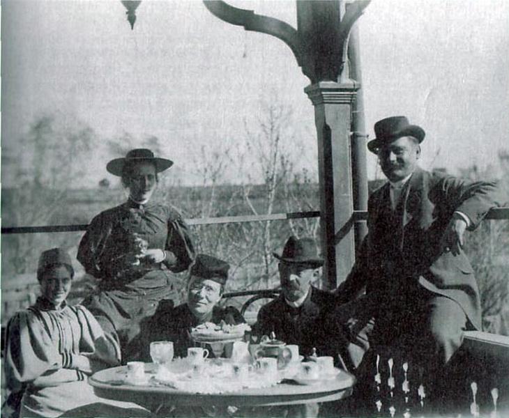 Баку, чаепитие у Карла Хагелина, управляющего Нобелей, 1890-е годы